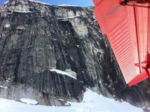 Возвращение Аляски национального парка Denali от лагеря Стоковые Изображения