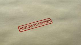 Возвращение в уплотнение прислужника проштемпелеванное на предпосылке чистого листа бумаги, доставке потерпело неудачу стоковые фото
