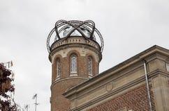 Возвышайтесь с глобусом около дома Jules Verne Стоковое фото RF
