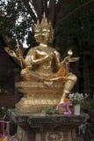 4 возглавили золотую статую brahma в саде на Wat Lok Moli стоковое фото rf