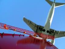 возглавляя запад взлётно-посадочная дорожки 734 Стоковое фото RF