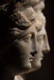 3 возглавили римск-азиатскую старую статую красивых женщин Стоковая Фотография