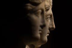 3 возглавили римск-азиатскую старую статую красивых женщин, Godd Стоковая Фотография RF