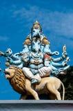 4 возглавили статую Ganesha индусское deitiy на крыше виска в пределах Batu выдалбливает Batu выдалбливает - комплекс пещер извес Стоковое Изображение RF