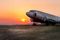 Воздухоплавательный музей Белград со старыми, заржаветыми самолетами и старыми вертолетами стоковые фотографии rf