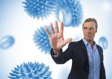 Воздух бизнесмена касающий с открытой рукой перед организмами micro науки Стоковая Фотография