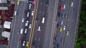 Воздушная верхняя часть вниз с взгляда супер шоссе в час пик видеоматериал