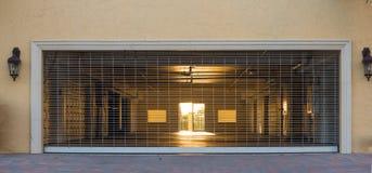 Воздушная дверь гаража Стоковое Фото