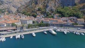 Воздушная панорама залива Boka Kotorska, Kotor, Черногории сток-видео