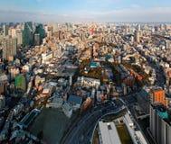 Воздушная панорама от Roppongi над городским Токио, с башней Токио ориентира стоковое изображение rf