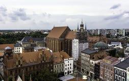 Воздушная панорама старого городка с церковью ` s St Mary - Торуном, Польшей стоковые изображения