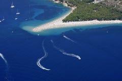 воздушная плаща-накидк пляжа золотистая стоковые фотографии rf