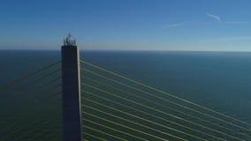 Воздушная солнечность Skyway Тампа Флорида США отснятого видеоматериала трутня сток-видео
