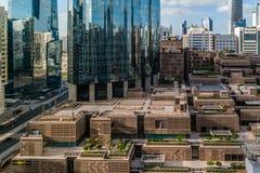 Воздушная съемка всемирного торгового центра WTC и торговый центр на пасмурный день в Абу-Даби стоковые фотографии rf