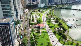 Воздушная съемка летая затора движения в центре Панама (город) сток-видео
