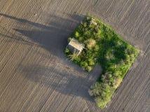Воздушная съемка старого покинутого ранчо стоковое фото