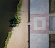 Воздушная съемка трутня реки Ural береговой линии Пляж Магнитогорск, Россия города стоковые фотографии rf