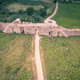 Воздушная съемка трутня стен древнего города Nicopolis r стоковое изображение rf