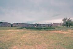 Воздушная съемка трутня стен древнего города Nicopolis r стоковые изображения rf