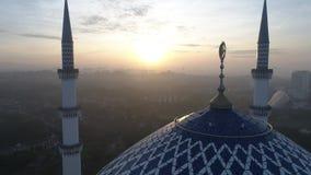 Воздушное видео мечети Salahuddin Abdul Aziz Shah султана сток-видео