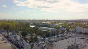 Воздушное видео показывает что герои придают квадратную форму в городском Будапеште, Венгрии - отснятом видеоматериале трутня 4K  сток-видео
