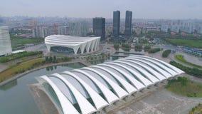 Воздушное видео тумана спортивного центра 4K Шанхая восточного, сумрак видеоматериал
