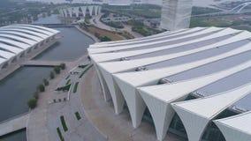 Воздушное видео тумана спортивного центра 4K Шанхая восточного, сумрак сток-видео