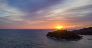 Воздушное гипер упущение над морем во время захода солнца видеоматериал