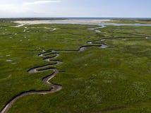 Воздушное изображение голландского национального парка slufter с изгибать реки в земле травы к Северному морю на острове Texel стоковое фото