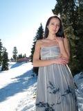 воздушное красивейшее платье представляя женщину снежка Стоковые Изображения RF