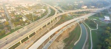 Воздушное межгосударственное I-10, северный взаимообмен стога скоростного шоссе I-45 ни Стоковое фото RF