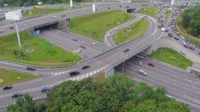 Воздушное скоростное шоссе упакованное с автомобилями, час пик, варенье плотного движения видеоматериал
