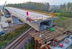 Воздушное фотографирование высокоскоростной железнодорожной конструкции в `, провинции huai Цзянсу, Китае стоковые фотографии rf