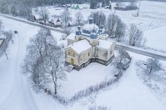 Воздушное фото церков St Ольга в Leisi Эстонии стоковая фотография