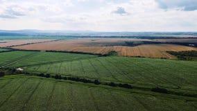 Воздушное hyperlapse красивой сельской местности вокруг Бирмингема, UA Быстроподвижное timelapse с облаками сток-видео