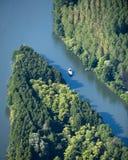 воздушной изолированный шлюпкой взгляд реки Стоковые Фотографии RF