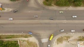 Воздушные - городской транспорт, автомобили, тележки, шины на дороге - 2 видеоматериал