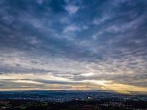 Воздушные красочные облака захода солнца Германии съемки трутня стоковое изображение
