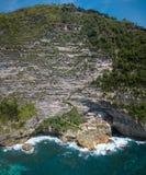 Воздушные панорама и береговая линия в острове Nusa Penida, Бали, Индонезии стоковая фотография