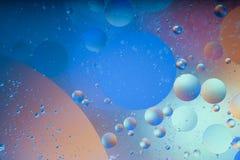 Воздушные пузыри в воде, абстракция стоковые изображения