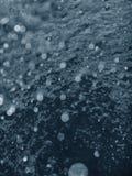 Воздушные пузыри, предпосылка подводных пузырей абстрактная стоковая фотография