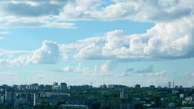 Воздушные судн облаков неба городка захода солнца восхода солнца промежутка времени видеоматериал