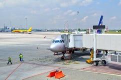 воздушные судн aeroflot приближают к людям Стоковая Фотография RF