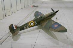 Воздушные судн Spitfire в ангаре стоковая фотография
