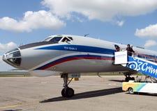 Воздушные судн Tu-134A-3 бортовое RA-65912 авиакомпании России на авиапорте в Симферополе Стоковые Изображения