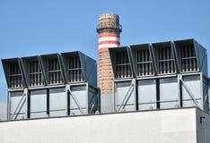Воздушные фильтры и стог дыма электростанции Стоковые Изображения