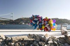 Воздушные шары летания в bosphorus Стамбуле Стоковое Изображение RF