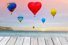 Воздушные шары летают на море Стоковое фото RF