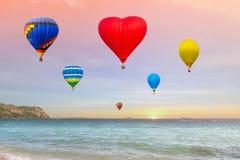 Воздушные шары летают на море Стоковая Фотография