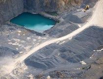 воздушный взгляд бирюзы камня карьера пруда Стоковая Фотография